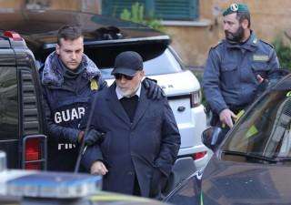 Camorra e riciclaggio: 16 persone arrestate, compreso direttore banca