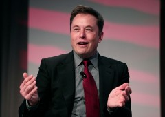 """Tesla inarrestabile, titolo sfonda $900. Per Musk rappresenta """"assegno"""" da $ 500 milioni al giorno"""