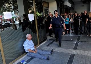 Spettro Grecia in Italia: ricchi trasferiscono capitali in Svizzera