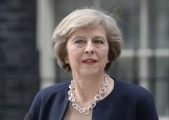 Brexit: sì del governo UK all'intesa, ma May perde pezzi