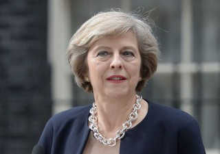 UK: cresce rivolta Tory contro May, sterlina in calo