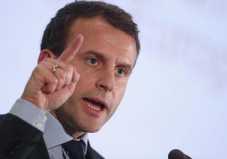 Macron bacchetta Merkel e lancia monito all'Italia sui nazionalismi