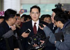 Samsung: condannato a 5 anni il capo Lee Jae-yong