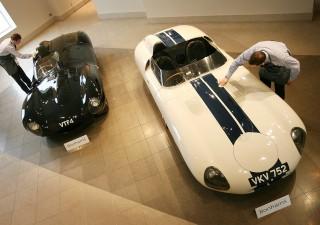 Due esemplari di Jaguar D-Type