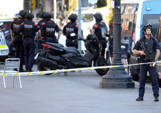 Terrorismo, Spagna colpita al cuore. Un italiano tra le vittime
