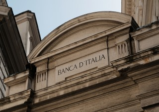 Bankitalia taglia stime Pil, spiragli per il mercato del lavoro