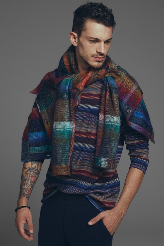 Moda uomo, Missoni: pull in lana multicolor. Pantalone in lana blu notte