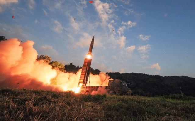 La Corea del Sud ha testato i propri missili balistici simulando un attacco a una un sito nucleare nordcoreano, in risposta al test nucleare condotto da Pyongyang