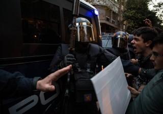 Catalogna, Spagna schiera 16.000 poliziotti anti sommossa per prevenire ribellione