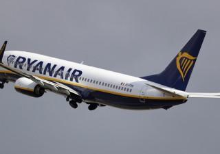 Ryanair: volano gli stipendi