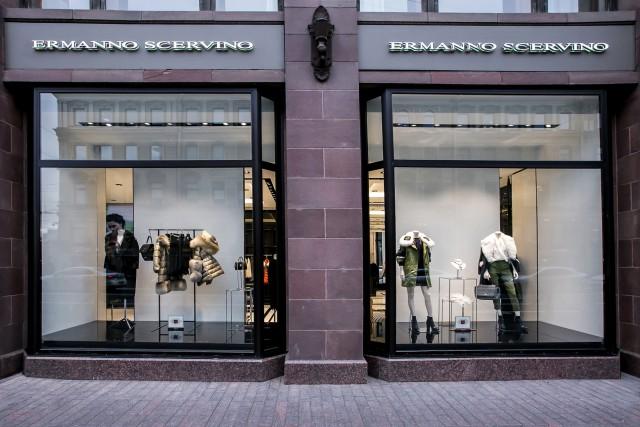 La boutique russa di Ermanno Scervino si trova nella centralissima Nevskij Prospekt 12, location di prestigio dietro al Museo dell'Ermitage.