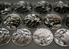 Beni rifugio: argento farà meglio dell'oro quest'anno e il prossimo