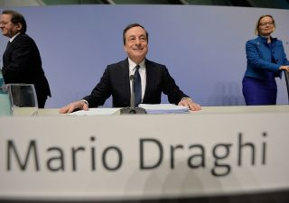 Draghi in pressing sui conti italiani: