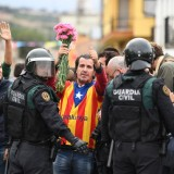 Spagna, polizia prova a impedire referendum Catalogna