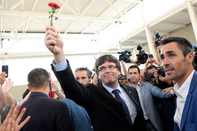 Il presidente della Catalogna Carles Puigdemont va a votare alle urne di Sant Julia de Ramis dove il presidente della Catalogna si reca per votare per l'indipendenza della regione autonoma