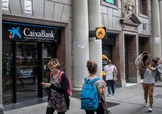 Catalogna, corsa sportelli: due banche hanno perso 9 miliardi di depositi