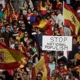 Migliaia di spagnoli manifestano a Barcellona contro la secessione della Catalogna (foto di Chris McGrath/Getty Images)