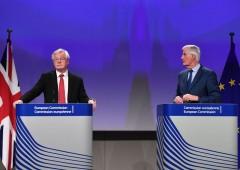 Brexit, rischio di rottura con l'Ue: sterlina in bilico