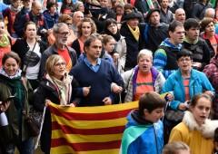 """Catalogna, indipendentisti: """"scudo umano"""" contro repressione"""