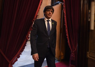 Catalogna, chiesto mandato d'arresto Ue per Puigdemont