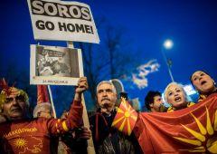 "Farage chiede inchiesta su Soros: ""ha un'influenza straordinaria in Ue"""