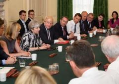 Ammutinamento a Westminster: Brexit in alto mare e sterlina affossata