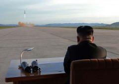 """Corea del Nord lancia nuovo missile: """"Pronti a colpire tutte le città Usa"""""""