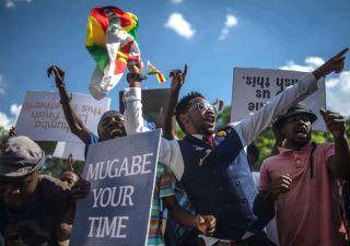 Crisi Zimbabwe: dopo 37 anni al potere Mugabe si dimette, Borsa crolla -35%