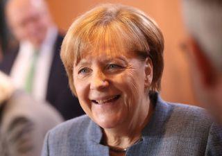 Merkel apre a Schulz: