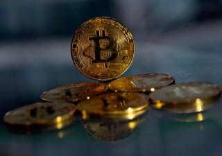 Bitcoin in caduta: in fumo il 26% dai massimi toccati venerdì