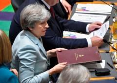 """Brexit, corsa contro il tempo per evitare """"no-deal"""". May riunisce governo"""