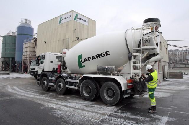 Un camion della società Lafarge