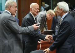 Grecia mette soldi da parte prima delle elezioni in Italia
