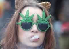 Canada, cannabis ufficialmente legale: ripiegano titoli del settore