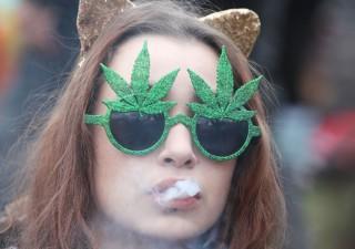 Canada, cannabis legale da oggi: ripiegano titoli del settore