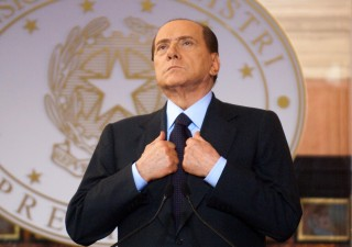 Berlusconi sigla patto con Ue:
