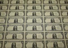 Dollaro cade sotto i colpi del protezionismo di Trump