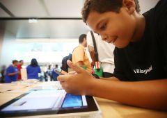 """Apple, alert azionisti: """"Bambini assuefatti agli smartphone"""""""