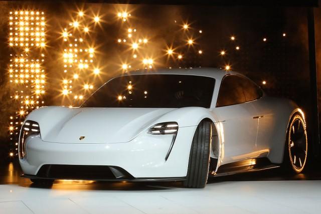 Porsche Mission E - auto elettriche