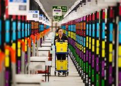 Bracciale per rendere dipendenti efficienti: Amazon nella bufera