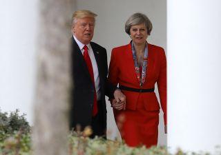 Trump critica Ue e May: troppo morbida sulla Brexit