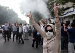 """Iran in piazza: morti e arresti. Regime: """"Sedizione sconfitta"""""""