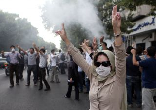Iran in piazza: morti e arresti. Regime: