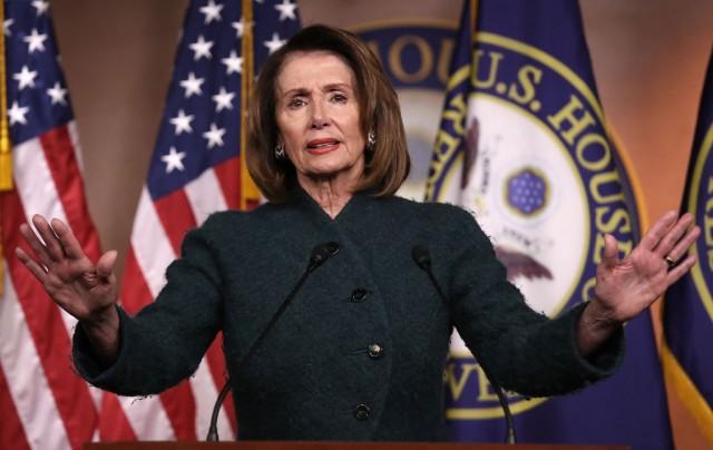 La leader dei Democratici alla Camera Nancy Pelosi risponde alle domande circa la possibilità concreta di uno shutdown del governo Usa
