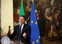 """Elezioni, Renzi: """"Mai con Di Maio"""". Ma Emiliano strizza l'occhio al M5S"""