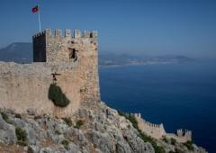 Truffa ai fondi Ue, coppia italiana li usa per un castello