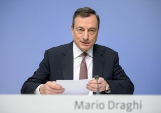 Supergiovedì: Bce taglierà stime e Draghi sfiancherà l'euro