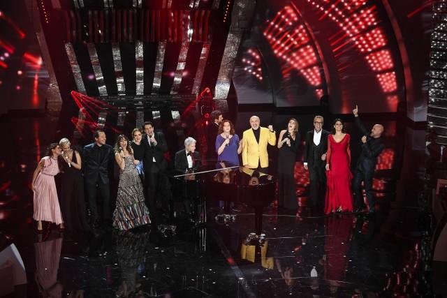 """Sanremo 2018, il cast del film di Muccino """"A casa tutti bene"""""""