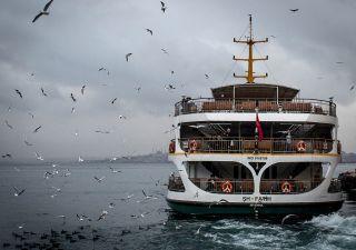 Traghetti: Moby assume solo italiani, governo protesta