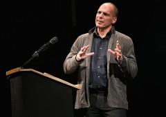"""Italia, Varoufakis: """"governo sarà servile con l'Ue"""""""